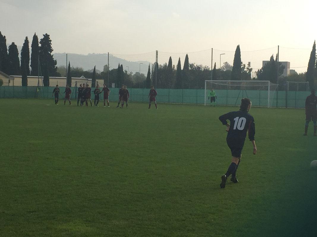 Una punizione per il Meldola: la palla finirà tra i guanti di Fabbri.