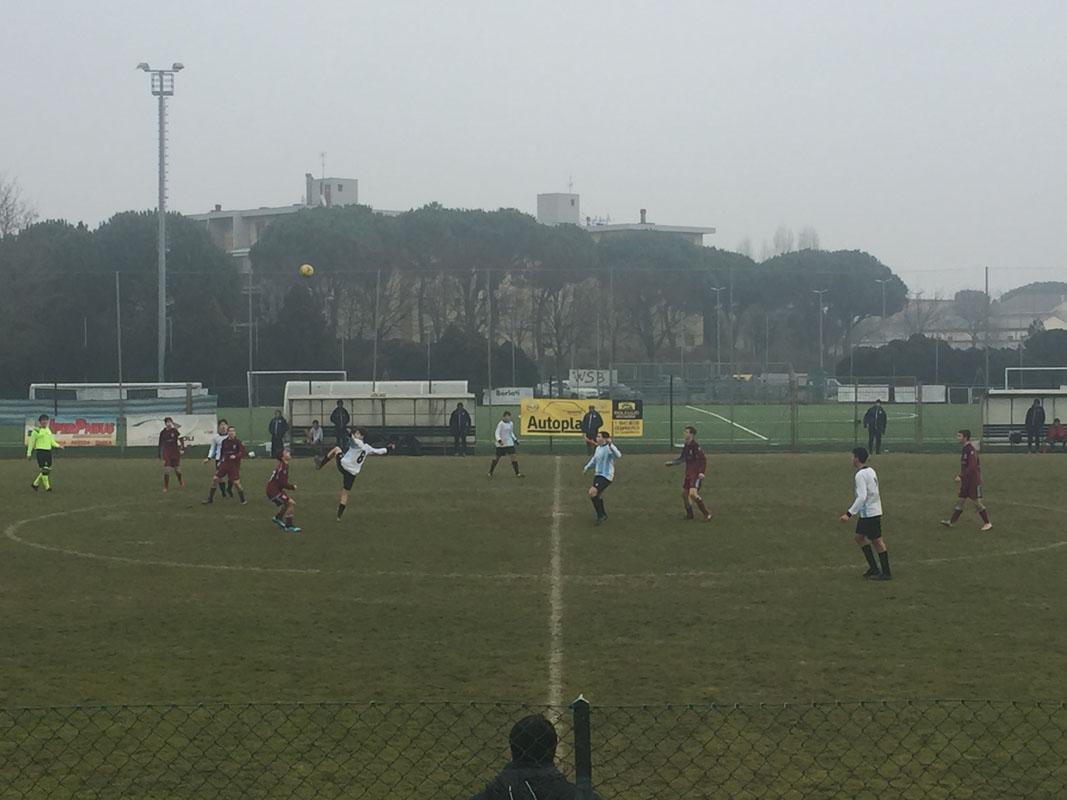 Un'istantanea della partita dei 2005 Elite di domenica mattina a Cesenatico.