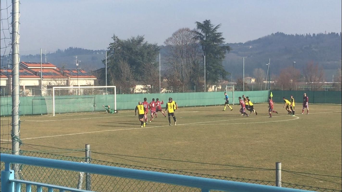 Giannini mentre gonfia la rete per il momentaneo 1-1 della prima squadra del TorreSanVittore.