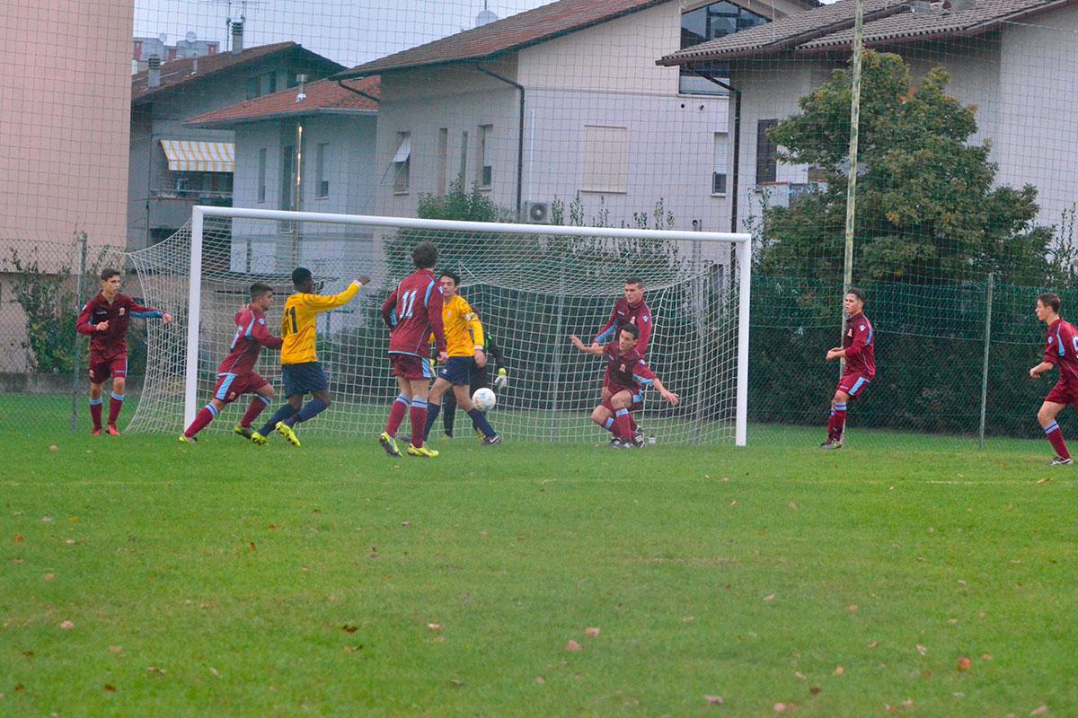 52' Sugli sviluppi di un angolo per il Vecchiazzano Bance tenta il destro da pochi metri, ma la palla finisce fuori di poco.